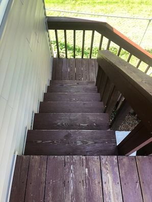 Before & After Deck Staining in Bloomington, IL (5)